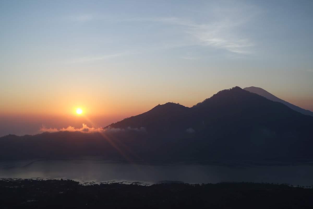 Sonnenaufgang bei einer Vulkantour